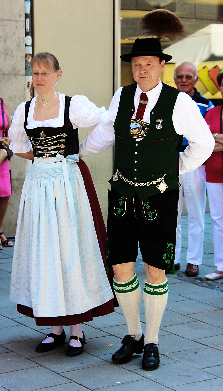 Married Couple In Traditional Dress Wedding Trentino Ehepaar Traditioneller Kleidung: Wedding Dress German Folk At Reisefeber.org