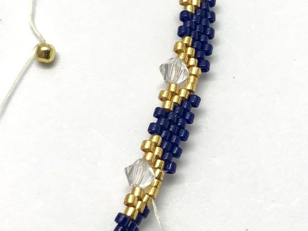 Bracelet bangle DIY tissage peyote circulaire avec des perles Miyuki Delicas