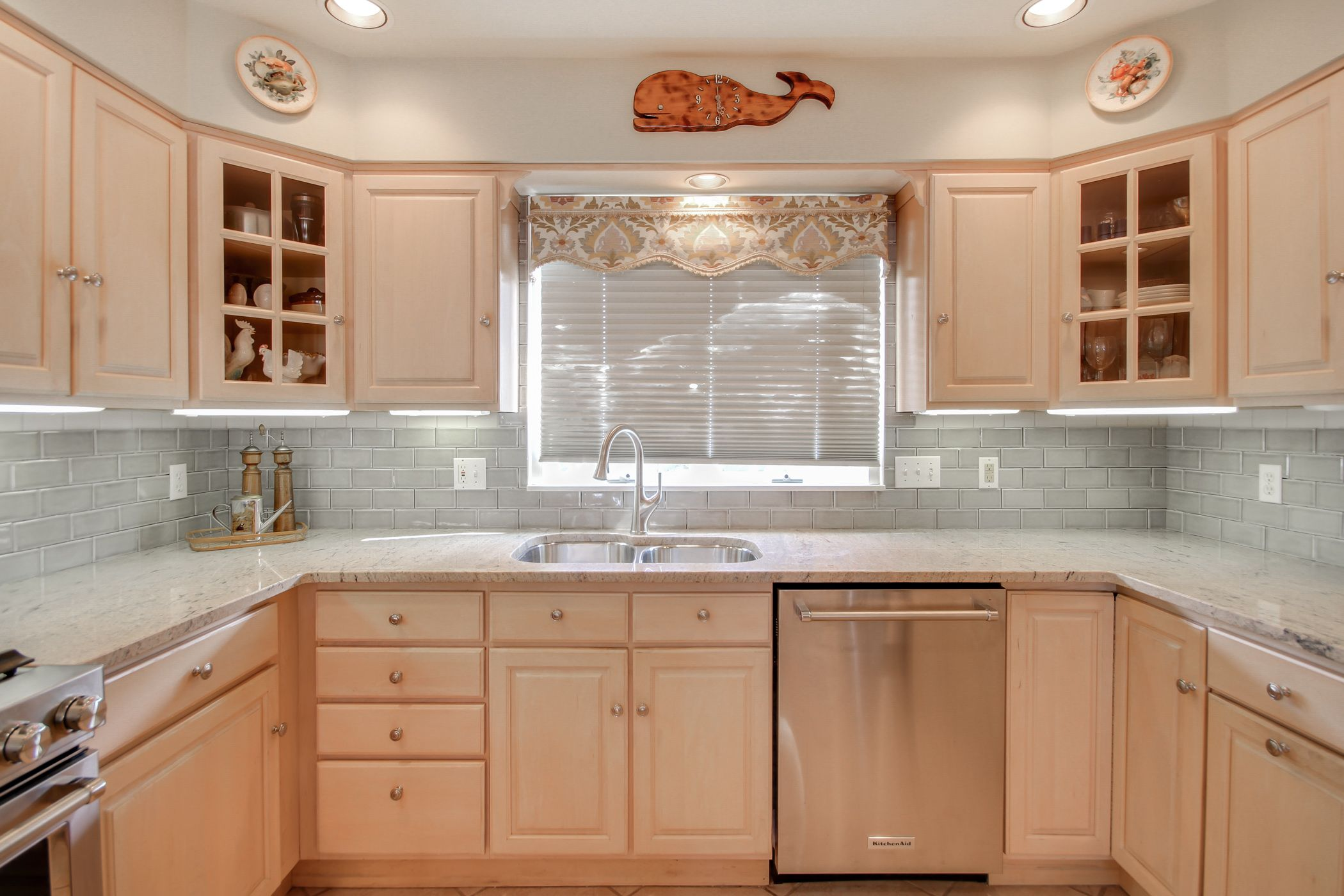 Beach house kitchen with Crema Astoria granite countertops and a ...