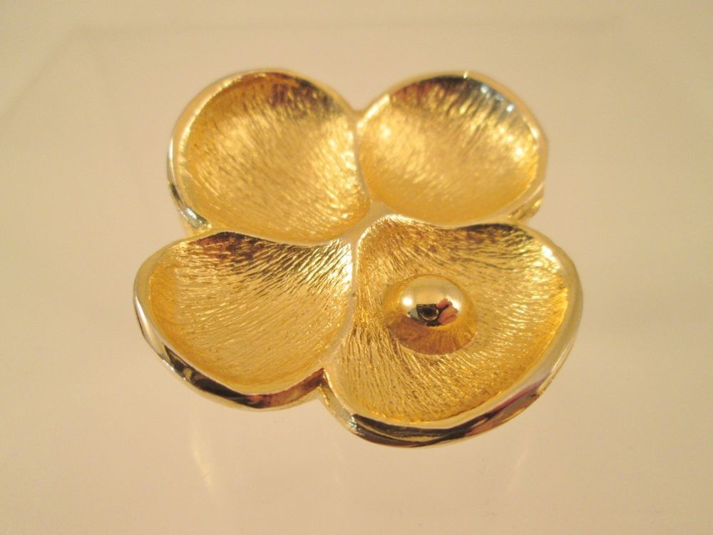 Vintage Oscar De La Renta Solid Perfume Flower Pendant Brushed Gold Collectable #OscardelaRenta