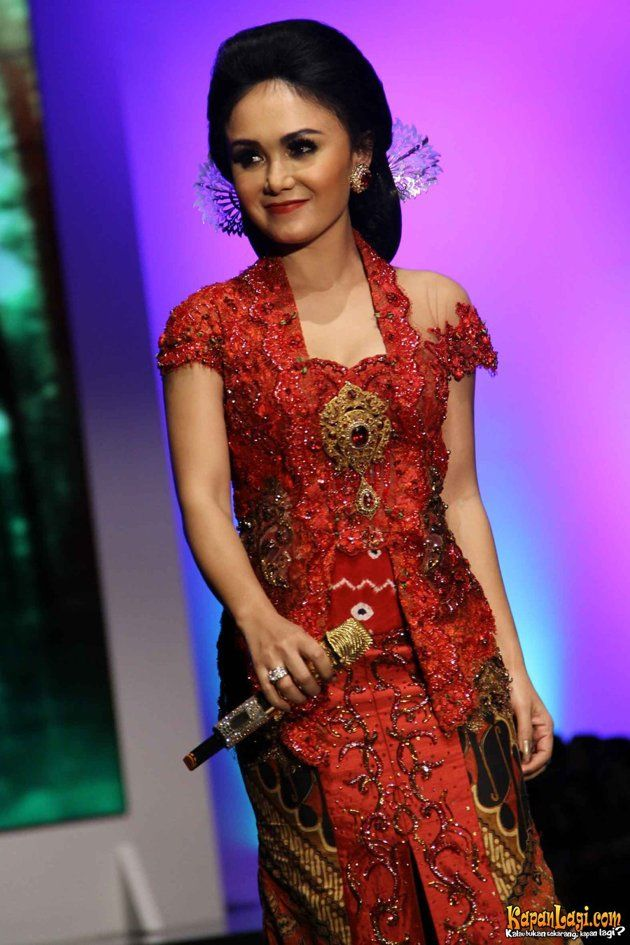 Yuni Shara Dan Krisdayanti Tampil Di Indonesian Fashion Week Jcc