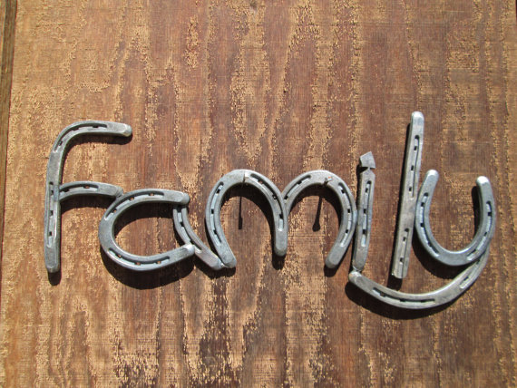 Horseshoe Family Sign - Country Home Decor - Farmhouse Decor - Rustic Country Decor -  Horseshoe Decor - Horse Shoe -  Horseshoe Art - Decor #craftsaleitems