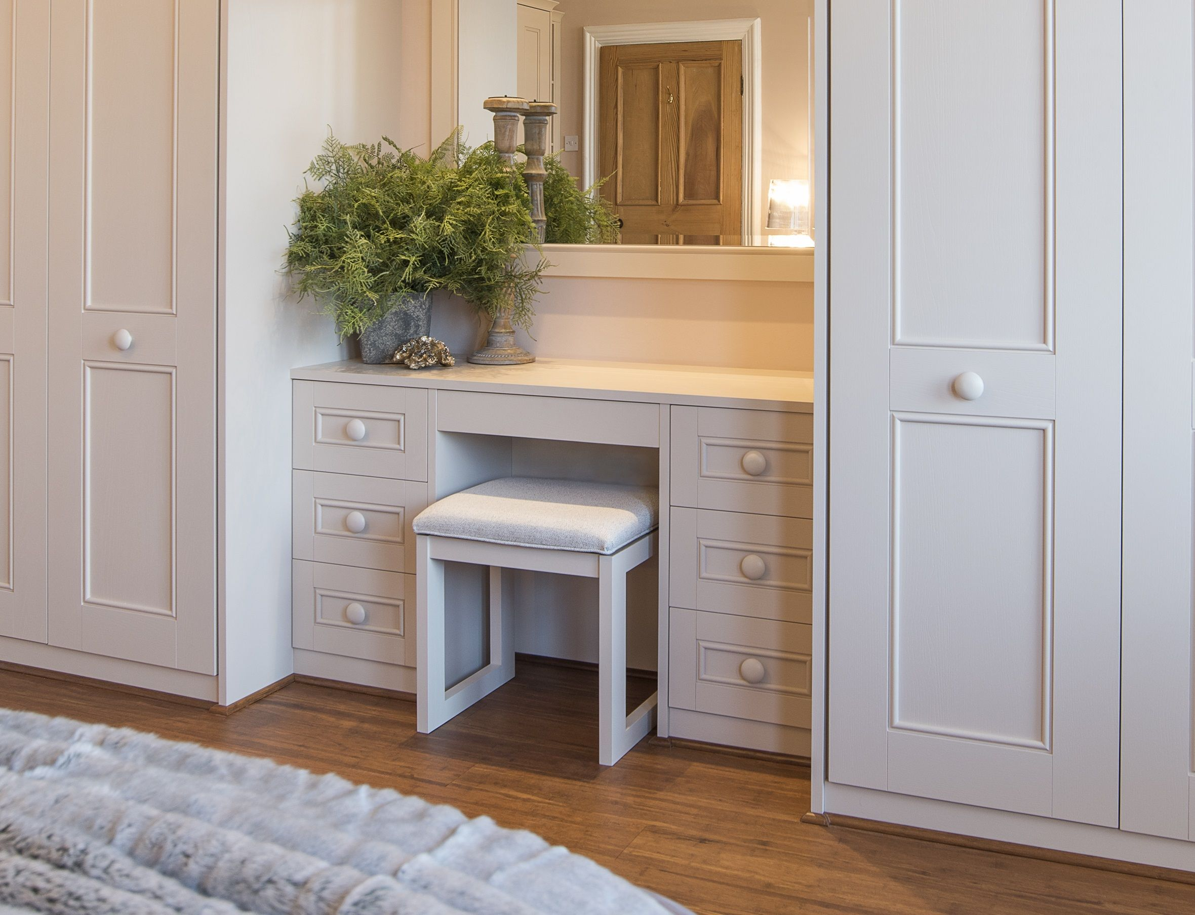 Best An Elegant Harpsden Bedroom Wardrobe With Dressing Table 400 x 300