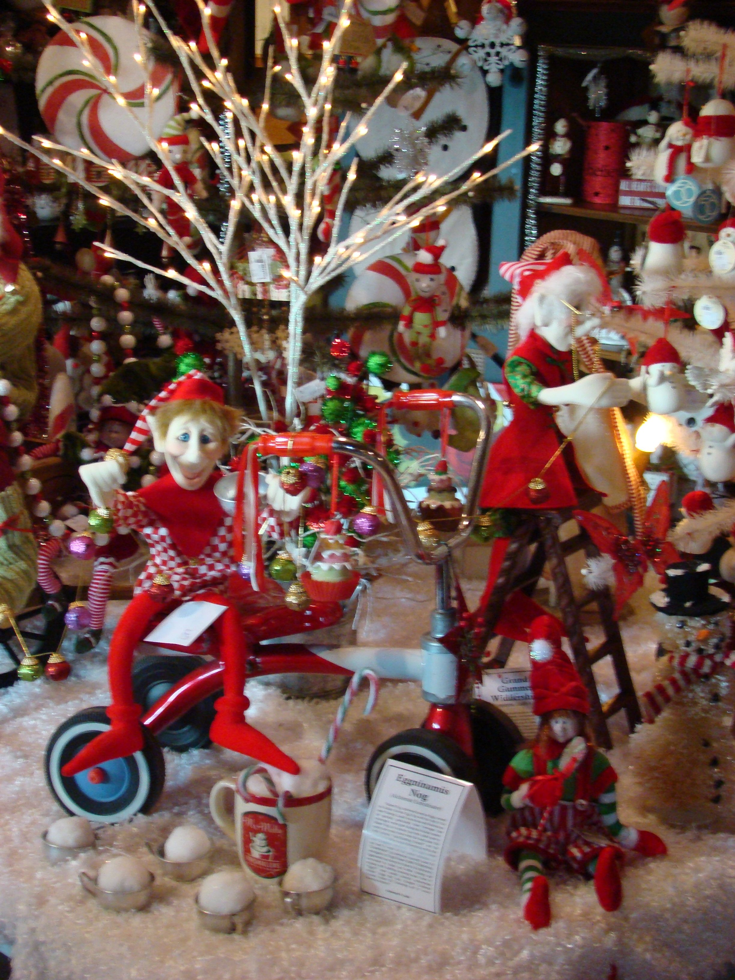 A 2012 Christmas Display @ The Primitive Pinecone gift shop. www ...