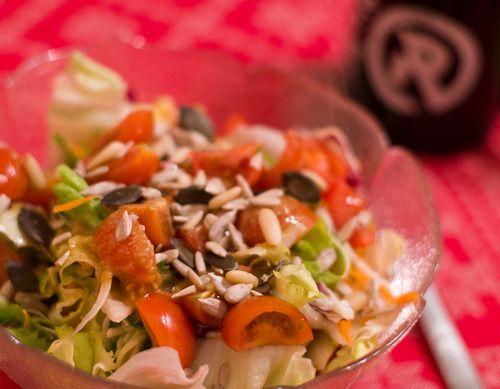 Trotz des Klischees spielt Salat beim Vegan Wednesday bestenfalls eine untergeordnete Rolle.  Vollkommen zu Unrecht! Miss Beaverhausens knackig-bunte Salatschüssel sieht schließlich alles andere als fad aus.
