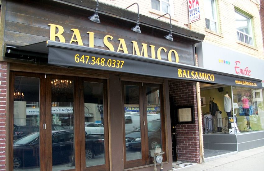 Balsamico | Retractable awning, Ontario, Canada