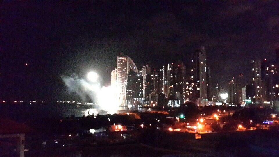 Feliz año 2015 / En Panamá. Punta Pacífica. Flor Fossatti