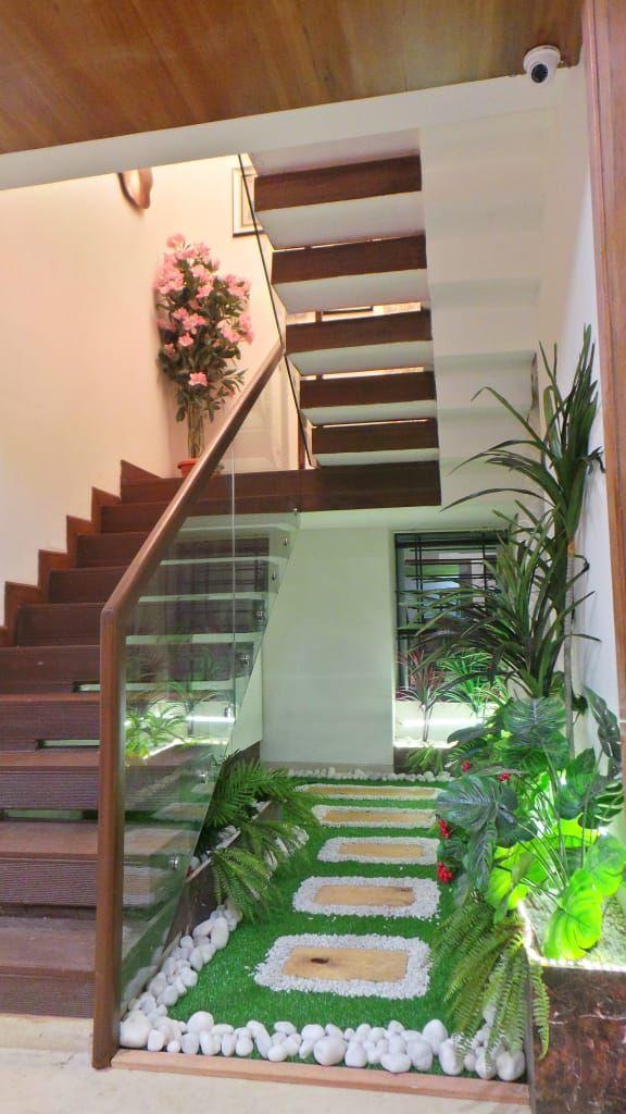 Bungalow modern corridor, hallway & stairs by shadab ...