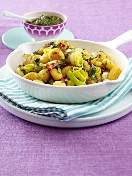 Aus dem Ofen oder der Pfanne. In einer cremigen Sahnesoße oder einem fruchtigen Tomatensugo - Gnocchi sind ein wahrer Gaumenschmaus.Allen