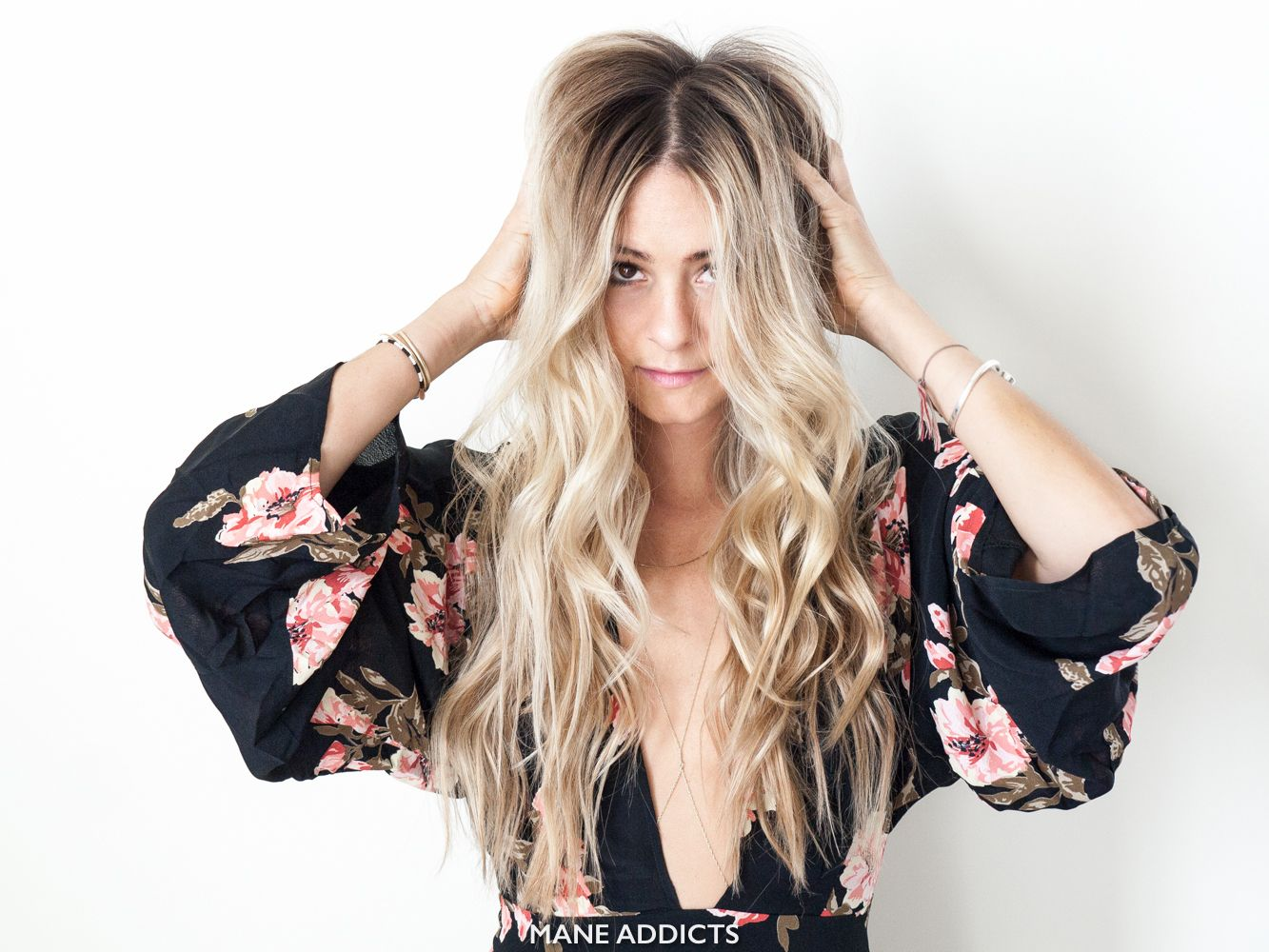 If there's one thing that's on our 2016 bucket list, you can bet it's perfecting the beach wave. This simple look that seems so effortless in photos can seem nearly impossible when we try it on ourselves at home. Although she's a city girl, hairstylist extraordinaire, Laura Polko looks the part of the mega beach …
