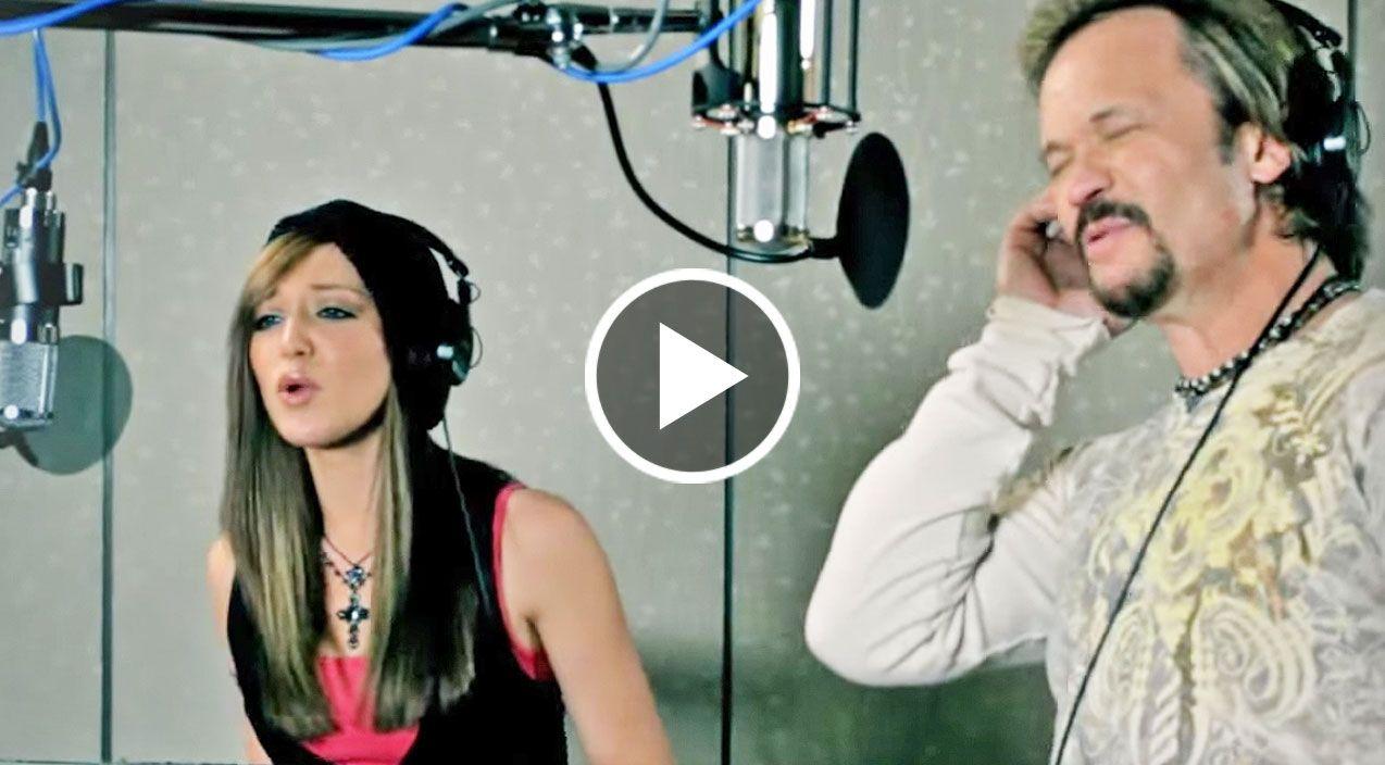 Travis Tritt Daughter Perform Duet Of Sometimes Love Just Ain T