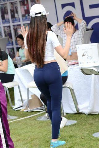 【神摄手赛帖】开心工作每一天 On #hot #hotgirlsonly #yoga #yogapants # ...
