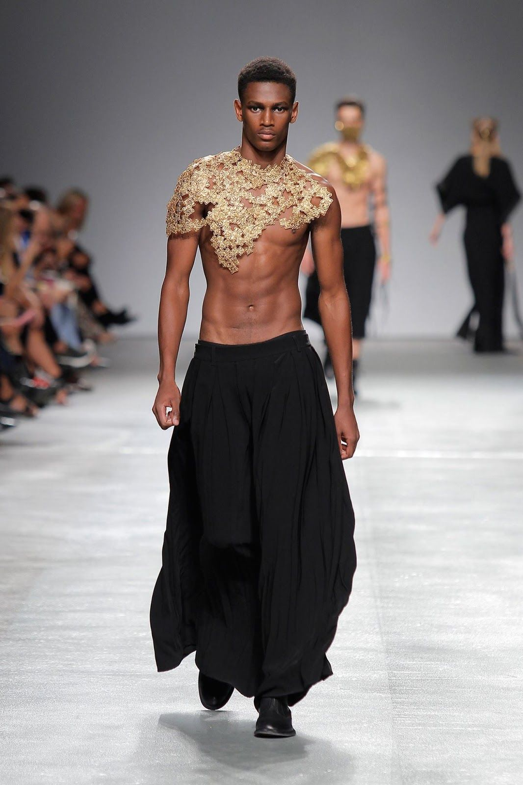 4a1441b0b236c Male Fashion Trends  Valentim Quaresma Spring-Summer 2018 - Moda Lisboa