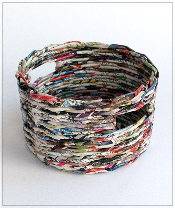 recycled paper storage bin diy basteln mit zeitungspapier zeitung und deko. Black Bedroom Furniture Sets. Home Design Ideas
