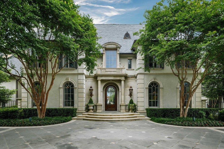Family estate situated on 15 acre lot in dallas