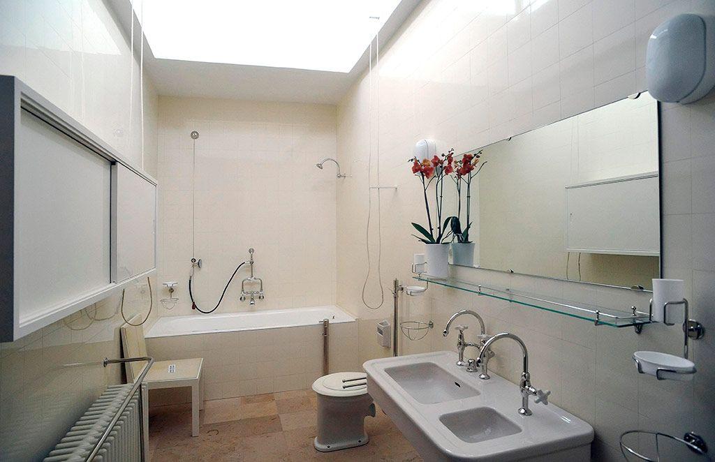 Credit: CTK /Alamy Bathroom at Villa Tugendhat