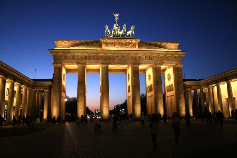 Pin Von Radio Paradiso Auf Berlin Stadt See Brandenburger Tor
