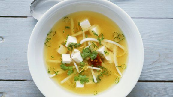 Rezept: Miso-Suppe mit Tofu und Sprossen