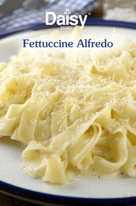 How do you make alfredo sauce with sour cream