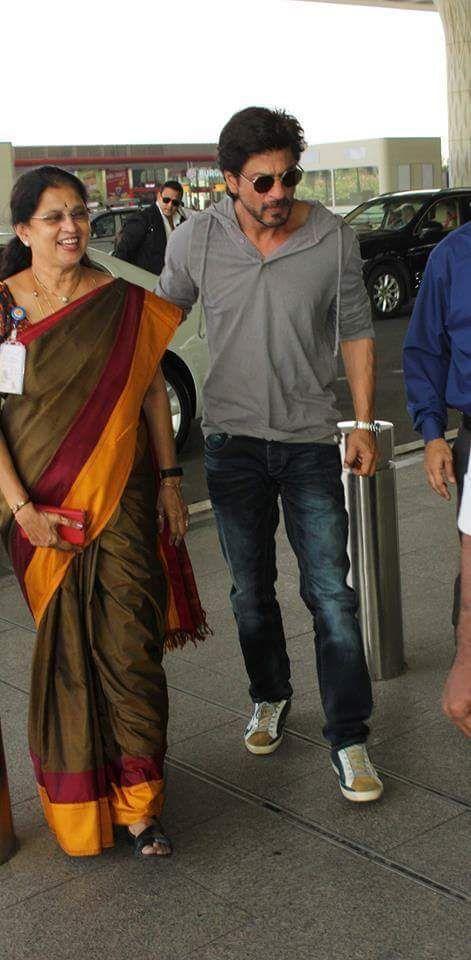 SR-Khan at Mumbai airport