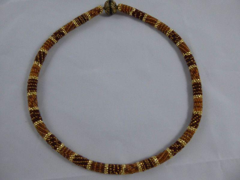 Colliers - Perlenhäkelkette in Braun-und Goldtönen - ein Designerstück von…