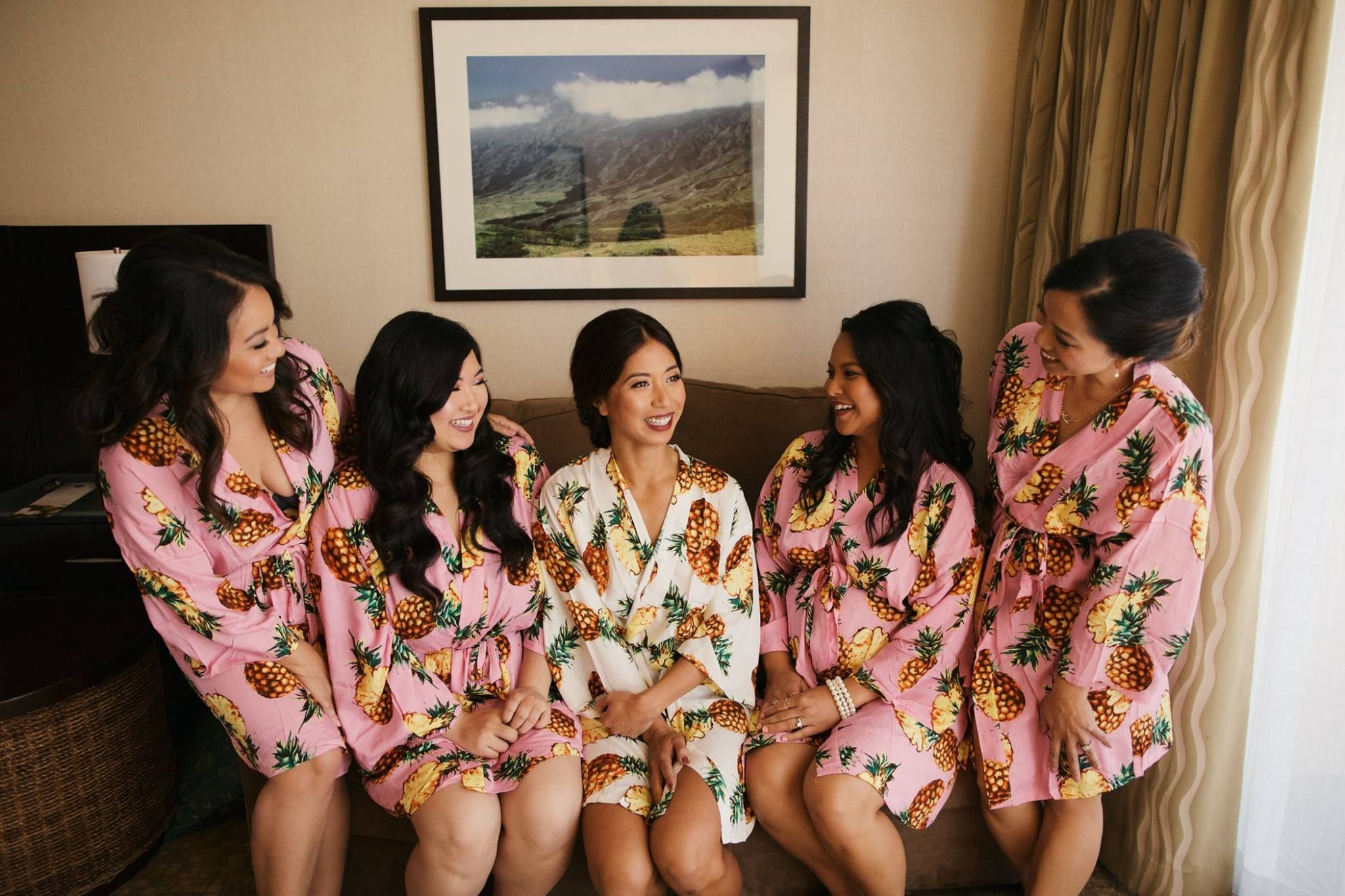 Pineapple bride and bridesmaids getting ready robes - Anna Kim Photography d4654ca3f