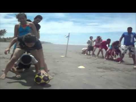 Dinamicas Amp Juegos Para Jovenes El Balde Regadera Youtube Juegos Playa Actividades
