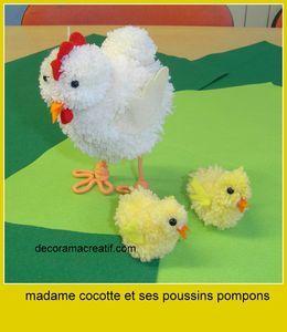 cocotte et poussins en pompons poussin et poule pompom pinterest poussins cocottes et pompons. Black Bedroom Furniture Sets. Home Design Ideas