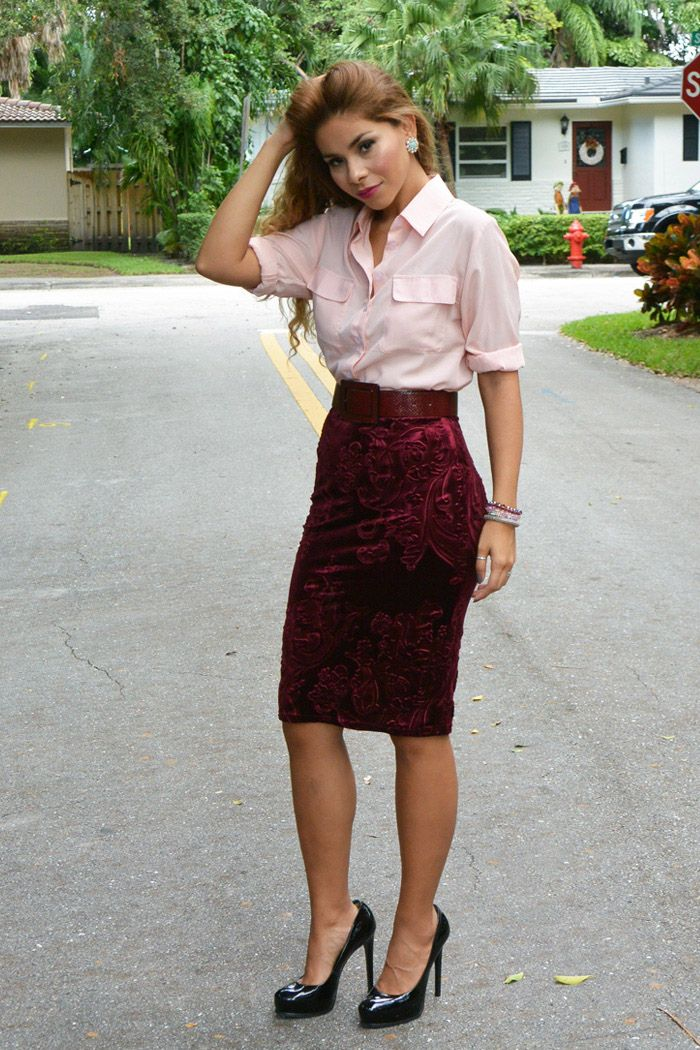 BURGUNDY VELVET PENCIL SKIRT HOLIDAY OUTFIT | PINEAPPLEME LOOKS ...