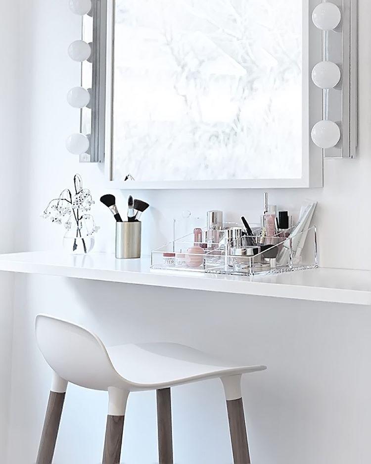 Kaptafel Spiegel Met Verlichting Ikea.Small Sneak Peek In The Walk In Closet Make Up Area