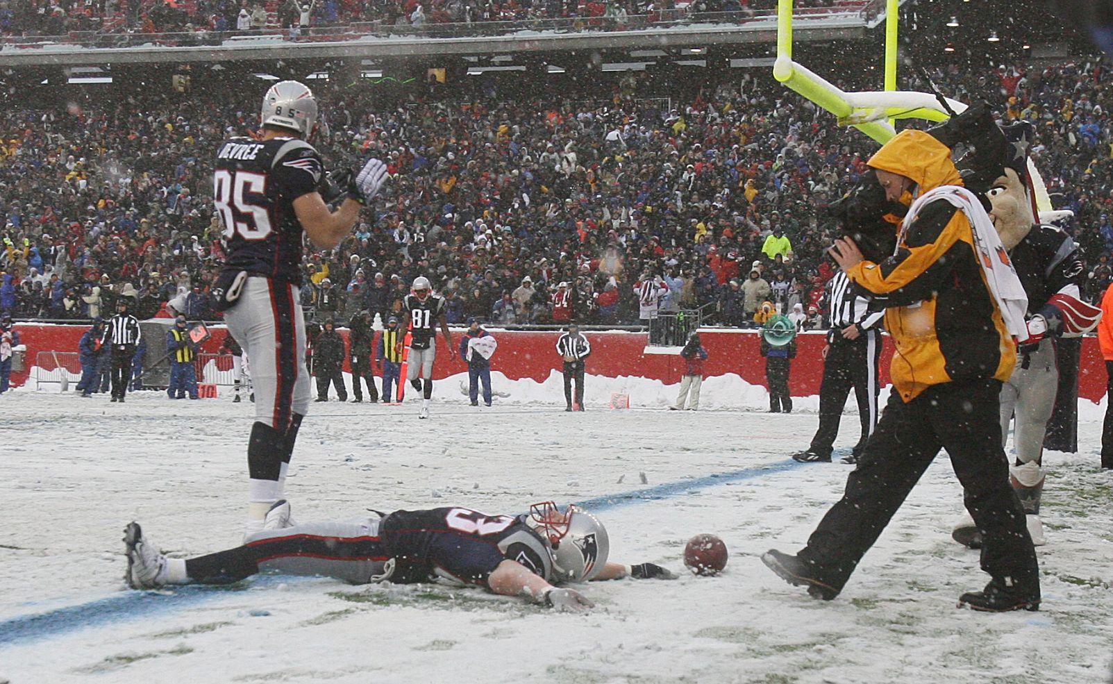 Best. Penalty. Ever. Wes Welker is so awesome. Yes!