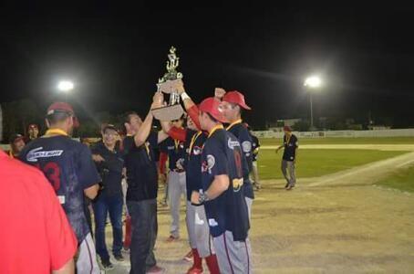 Escárcega, Campeche, 17 de diciembre de 2016.- Los Piratas de Escárcega lograron el título de la XIII edición de la Liga Peninsular de Beisb...