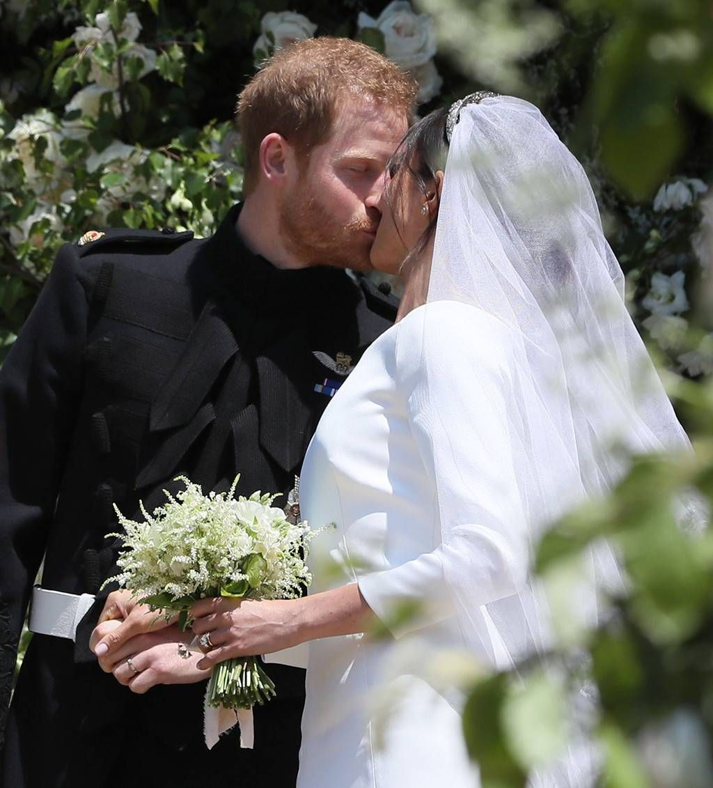 Gallery Royal Wedding Kisses: Saled With A Kiss From Prince Harry And Meghan Markle's