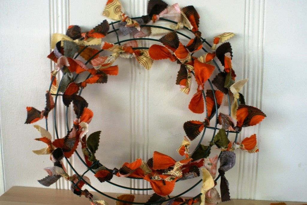 Photo of Fall Fabric Wreath Tutorial by Quiltytherapy