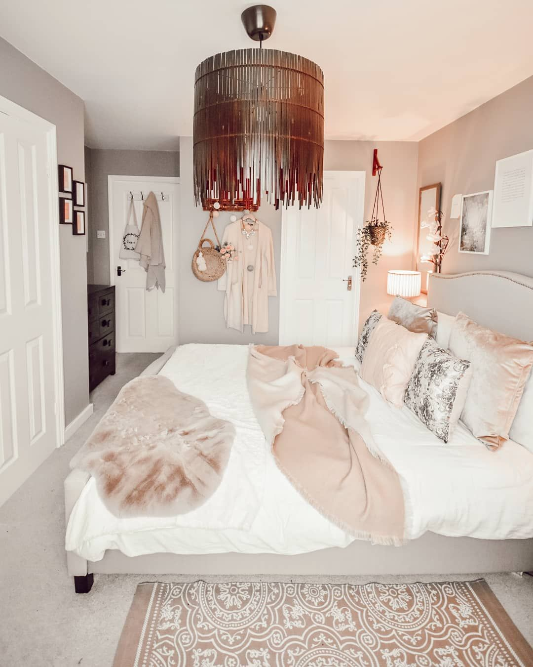 Such A Simple But Beautiful Grey And Blush Pink Decor Idea For The Bedroom Feminine But Not To Blush Pink And Grey Bedroom Feminine Bedroom Blush Pink Bedroom