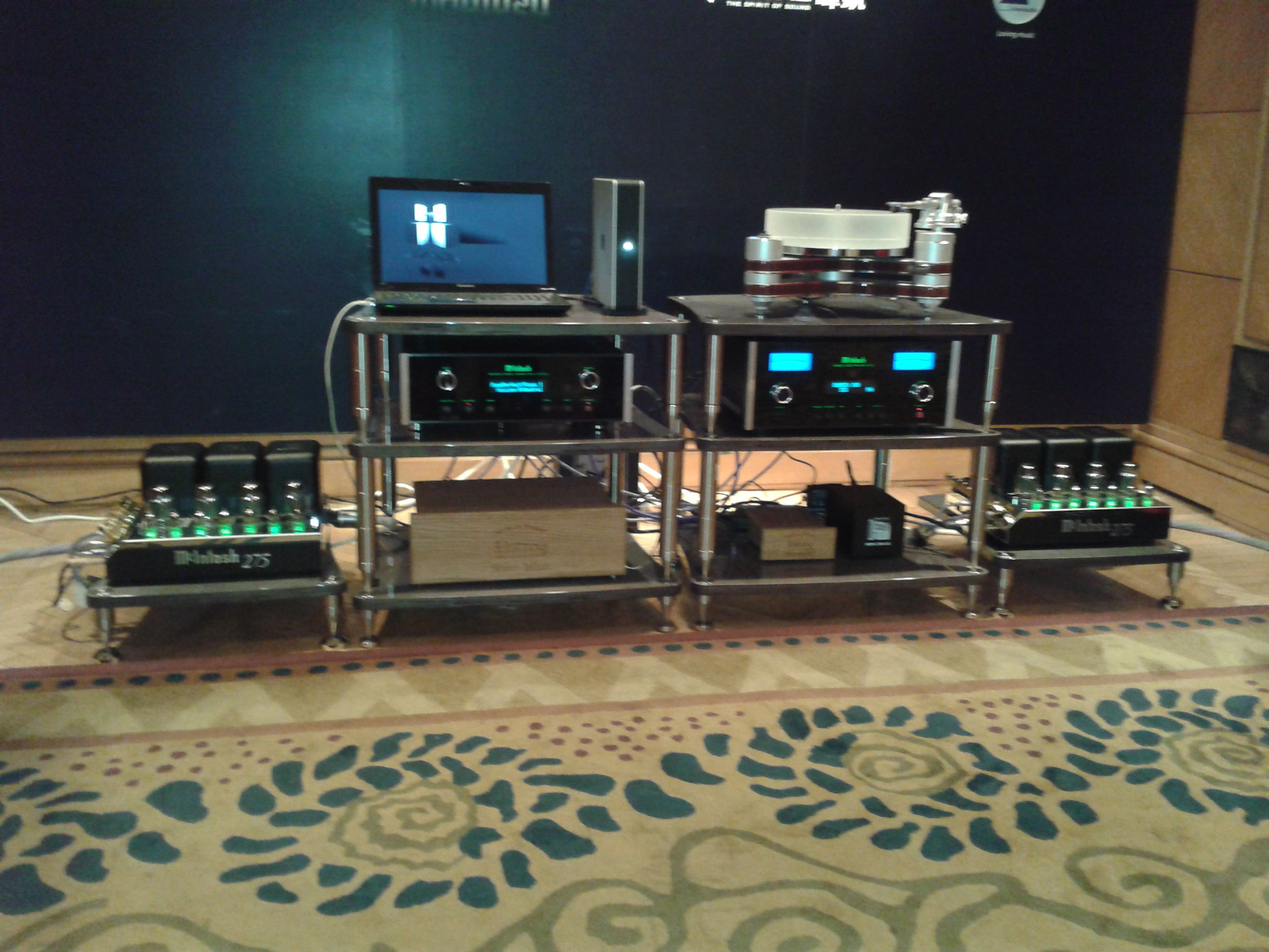 BASSOCONTINUO Reference Line models ACCORDEON and BANDURA Efesto Gray with amazing system (McIntosh, Clearaudio and Focal)