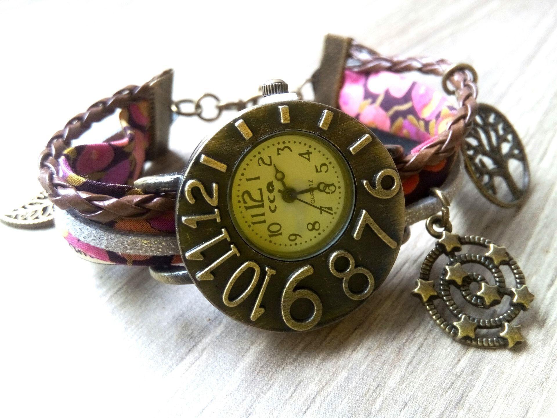 Fabuleux Montre bracelet - tissu Liberty diverses breloques : Montre par  BW61