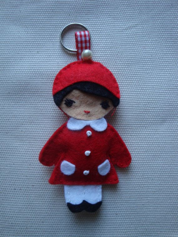Such a cute retro Christmas decoration!  Christmas decoration felt keyring/felt keychain/Retro by KukuLele, £4.50