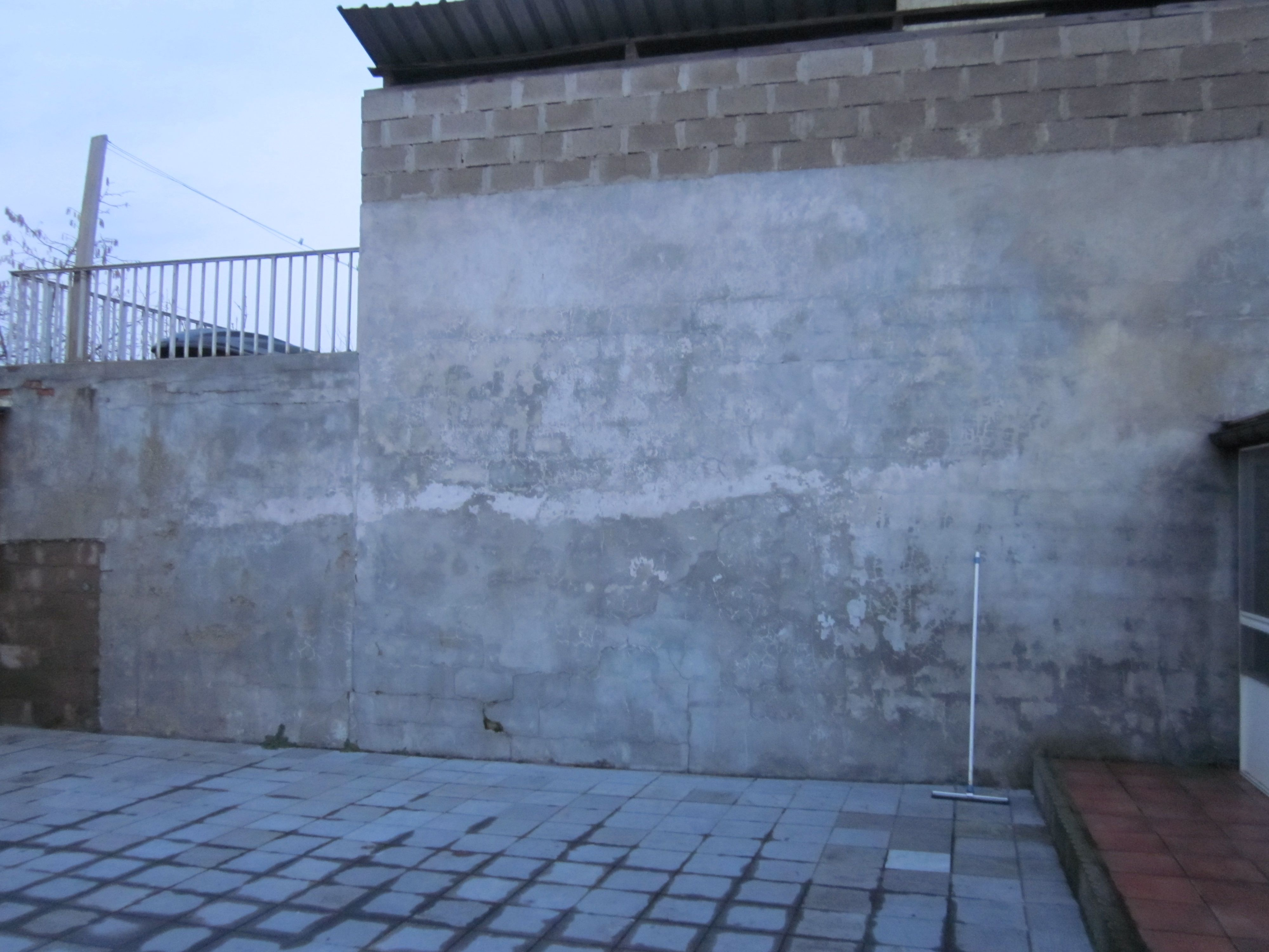 Ugly Concrete Wall That Needs Decorating