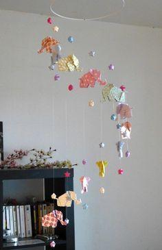 mobile origami 12 l phants et 24 etoiles http mademoiselle. Black Bedroom Furniture Sets. Home Design Ideas