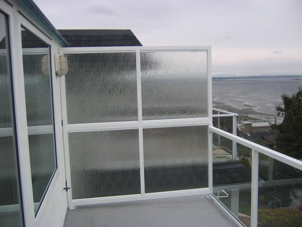 Home images patio privacy glass panel patio privacy glass for Outdoor privacy panels for decks