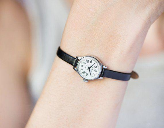 Fjhufe Close-up-of-wristwatchcoin Bag Cute,useful,unisex,stylish,good Quality