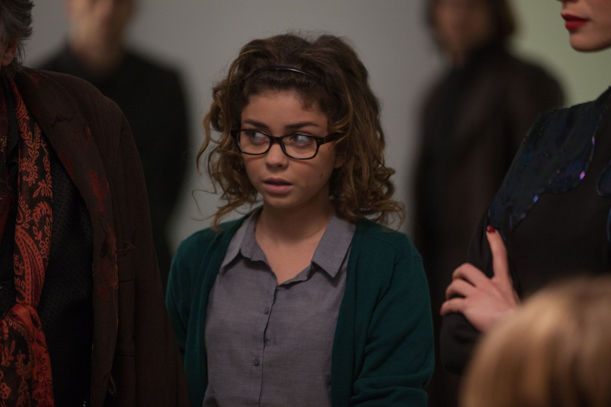 Sarah Hyland Claps Back After Being Accused Of Wearing Glasses To Look Quirky Fashion Eye Glasses Chic Glasses Stylish Glasses