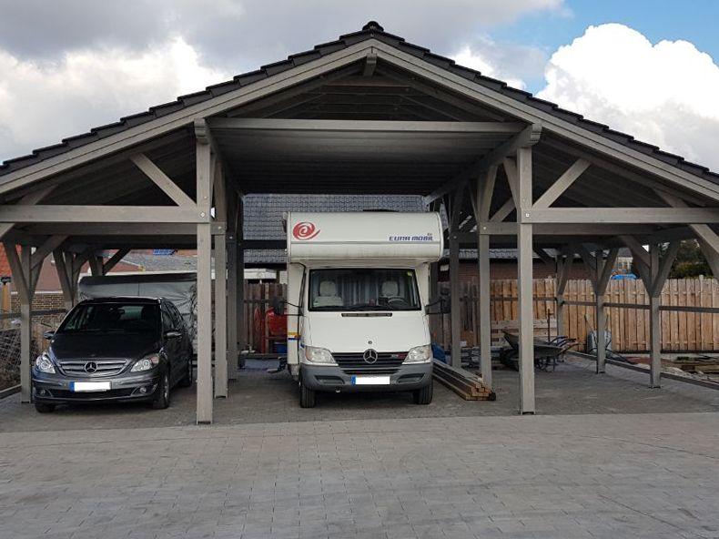 Carport Aus Holz Als Stufenbau 2 Unterschiedliche Hohen 1 X Fur Pkw Und 1 X Fur Wohnmobile Carport Wohnmobil Carport Carport Holz