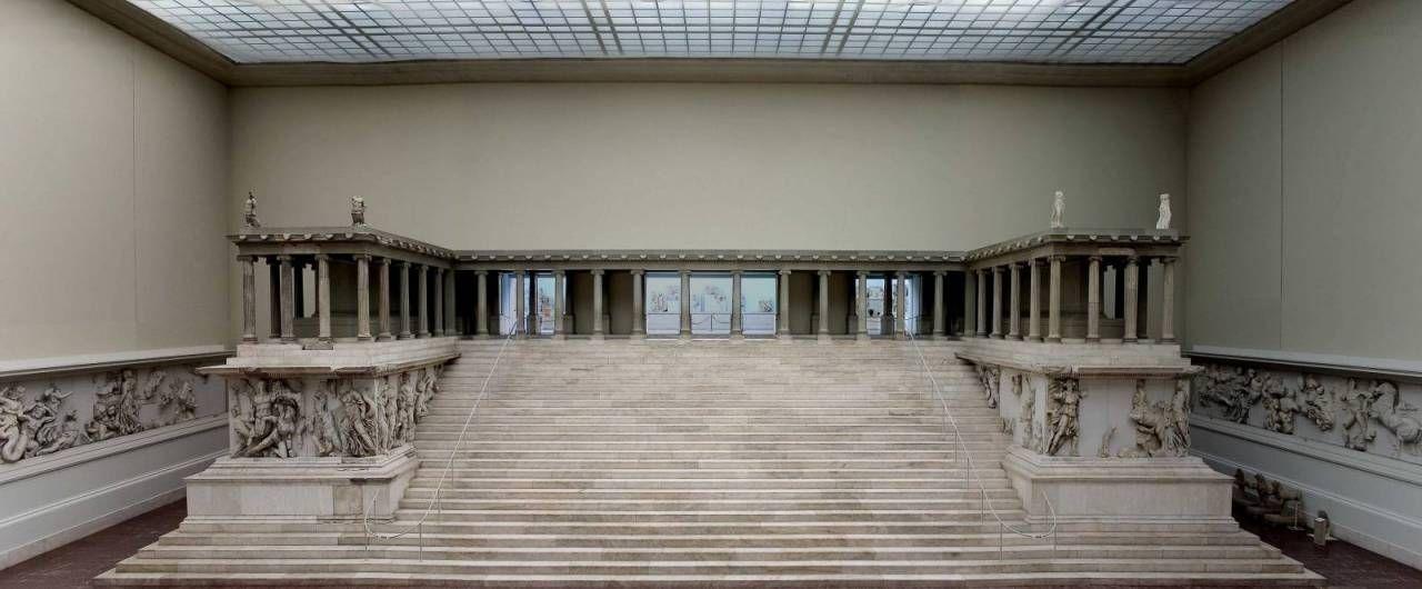 Altare Di Pergamo 170 A C Marmo Pergamo Dimensioni Originarie 36 8 X 34 2 M Berlino Pergamonmuseum Antikensammlung Album Di Opere D Arte Nel 2019
