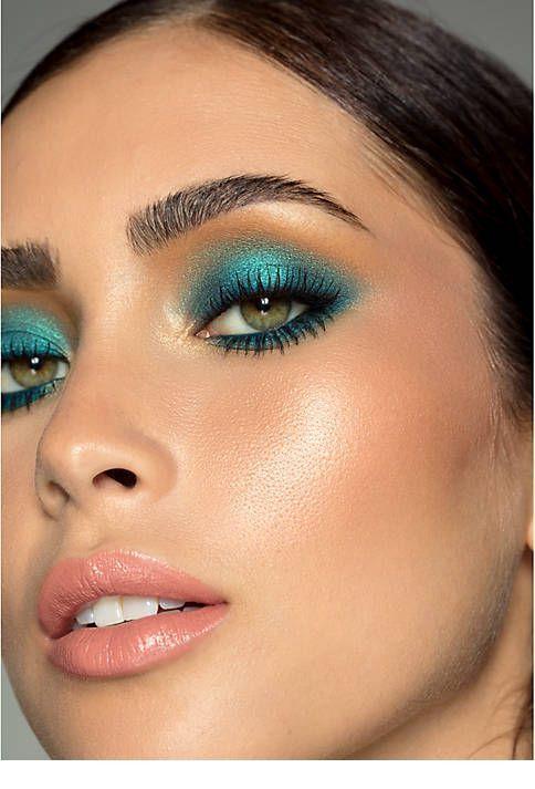 Cute blue eye makeup and pink lips   Blue eye makeup, Eye
