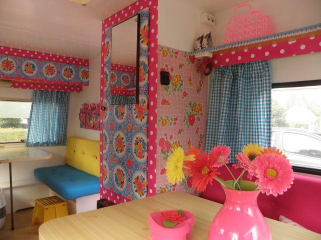 Kitsch caravan caravanity happy campers lifestyle caravana vintage autocaravana - Decoracion interior caravanas ...