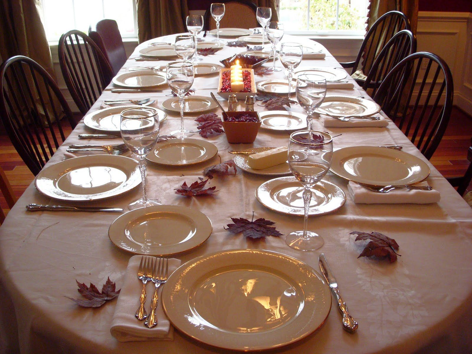 Innovative thanksgiving dining table decorations of dining for Beautiful dining table centerpieces