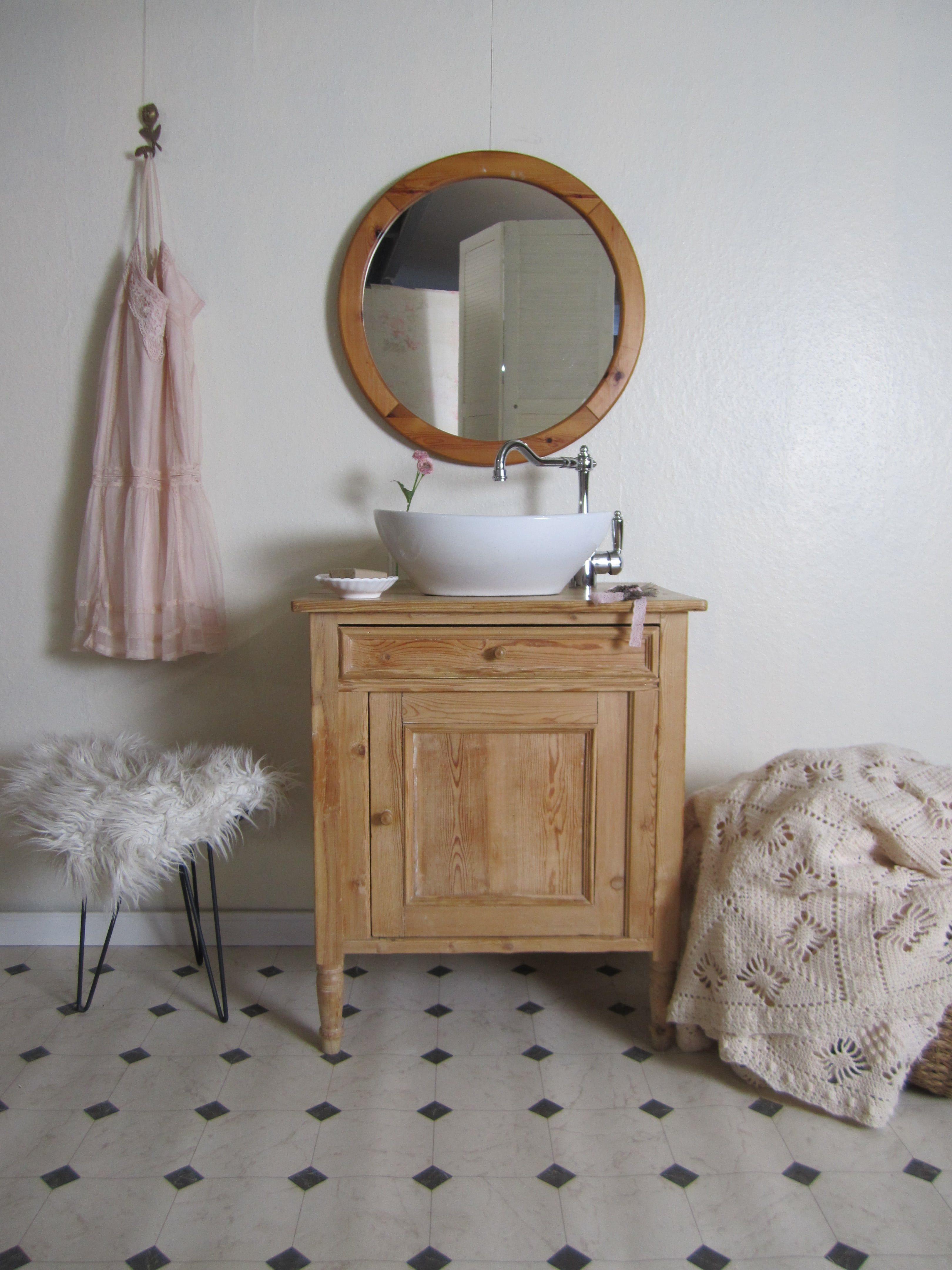 Waschtisch Antik Happy Moment Aus Naturholz Fur Das Romantische