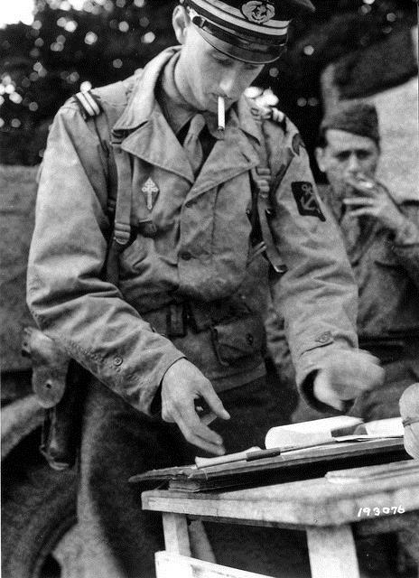 1944, France, Philippe de Gaulle devant des documents